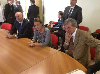 da sinistra il sindaco di Chieti Umberto Di Primio, il ministro della Salute Beatrice Lorenzin, il direttore generale della Asl Francesco Zavattaro