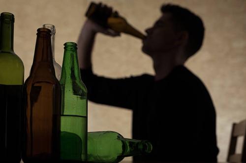 Alcol ecco chi beve di più